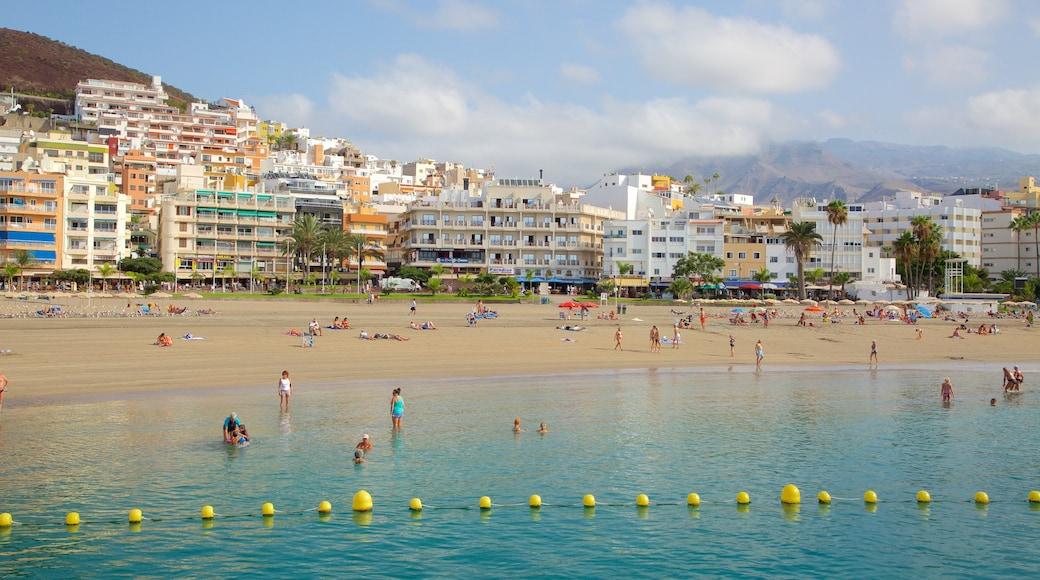 Los Cristianos inclusief een kuststadje, algemene kustgezichten en een strand