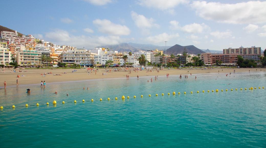 Los Cristianos inclusief algemene kustgezichten, een zandstrand en een kuststadje