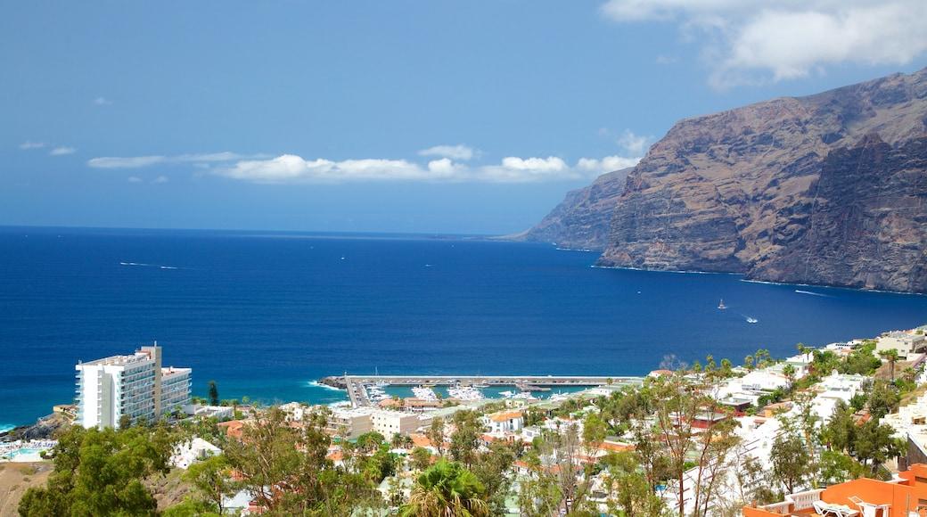 Los Gigantes qui includes vues littorales, ville côtière et côte rocheuse