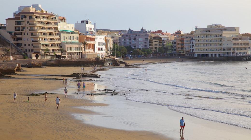 El Médano Strand som viser en kystby, udsigt over kystområde og en sandstrand