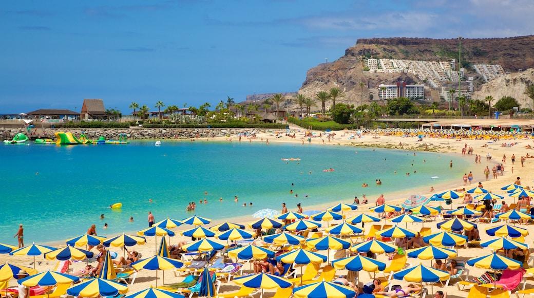 Amadoresin uimaranta joka esittää hiekkaranta, yleiset rantanäkymät ja luksushotelli tai lomakeskus