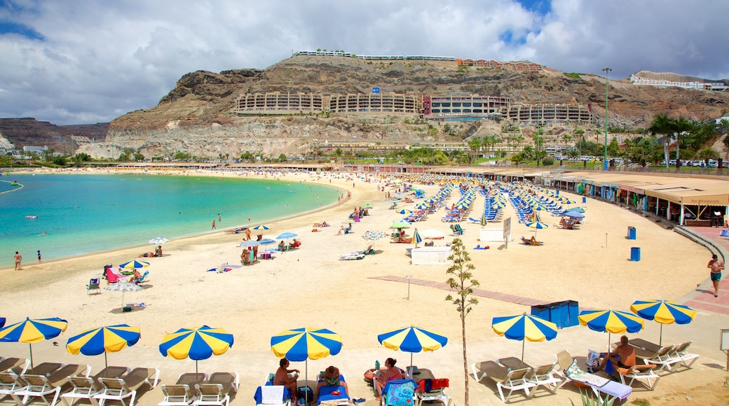 Amadores Beach which includes a beach, general coastal views and a luxury hotel or resort
