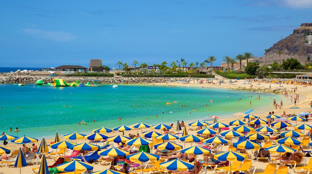 Amadores Beach showing a beach, a luxury hotel or resort and general coastal views