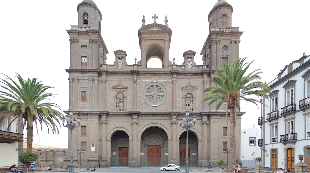 Cathedral of Santa Ana which includes a church or cathedral, religious aspects and heritage architecture