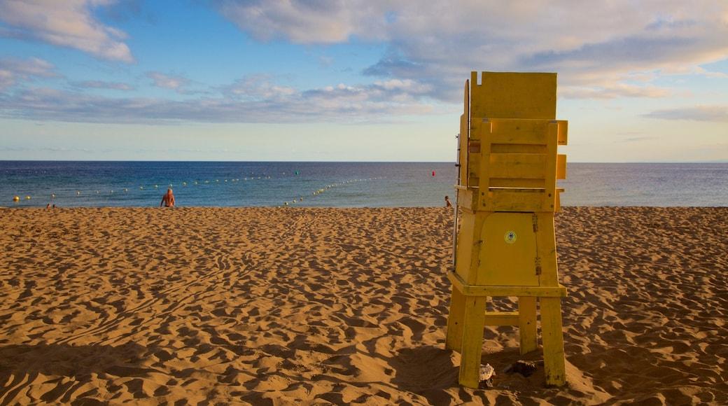 Strand Puerto del Carmen welches beinhaltet Sonnenuntergang, allgemeine Küstenansicht und Sandstrand