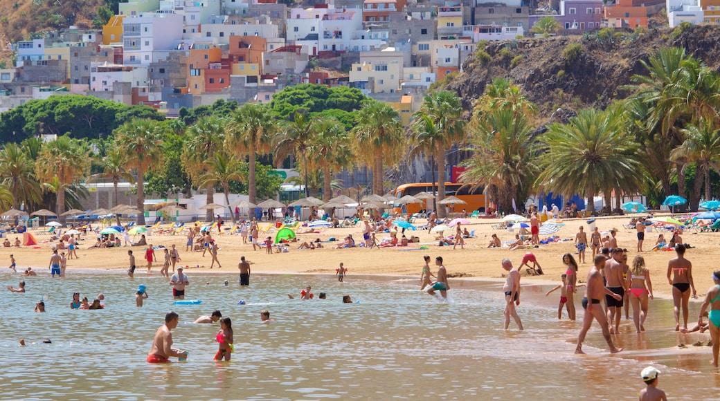 Strand Teresitas bevat een strand, zwemmen en algemene kustgezichten