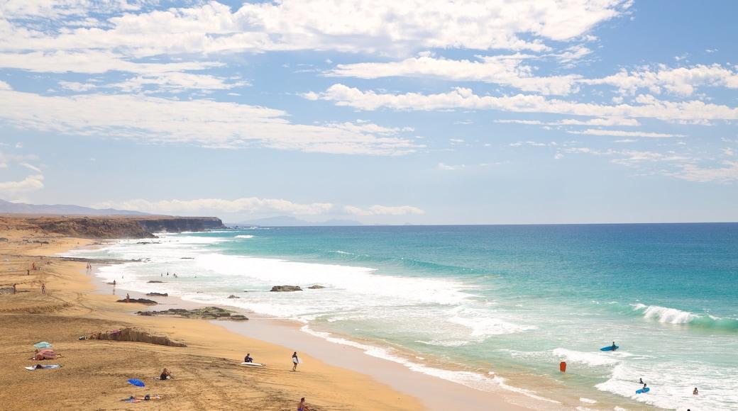 Cotillo Strand welches beinhaltet Sandstrand, Brandung und Felsküste