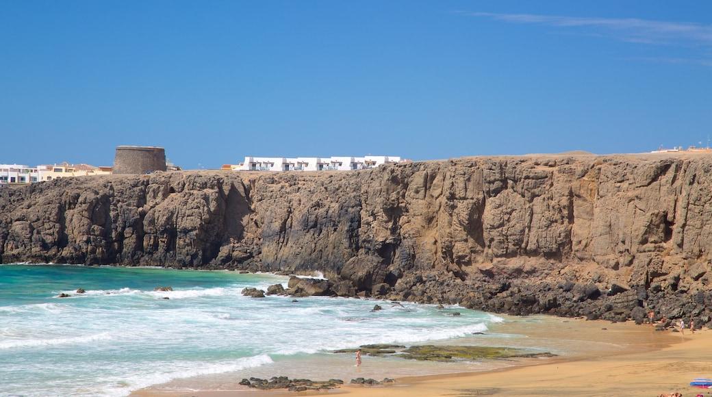 Cotillo Strand welches beinhaltet Felsküste, Strand und allgemeine Küstenansicht