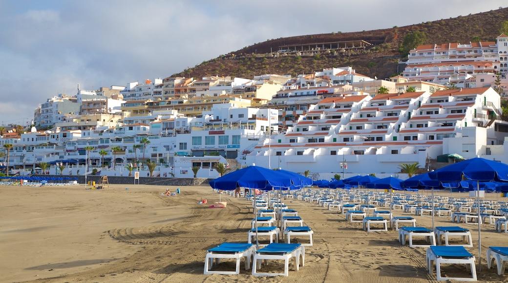 Plage de Las Vistas mettant en vedette ville côtière, plage et vues littorales