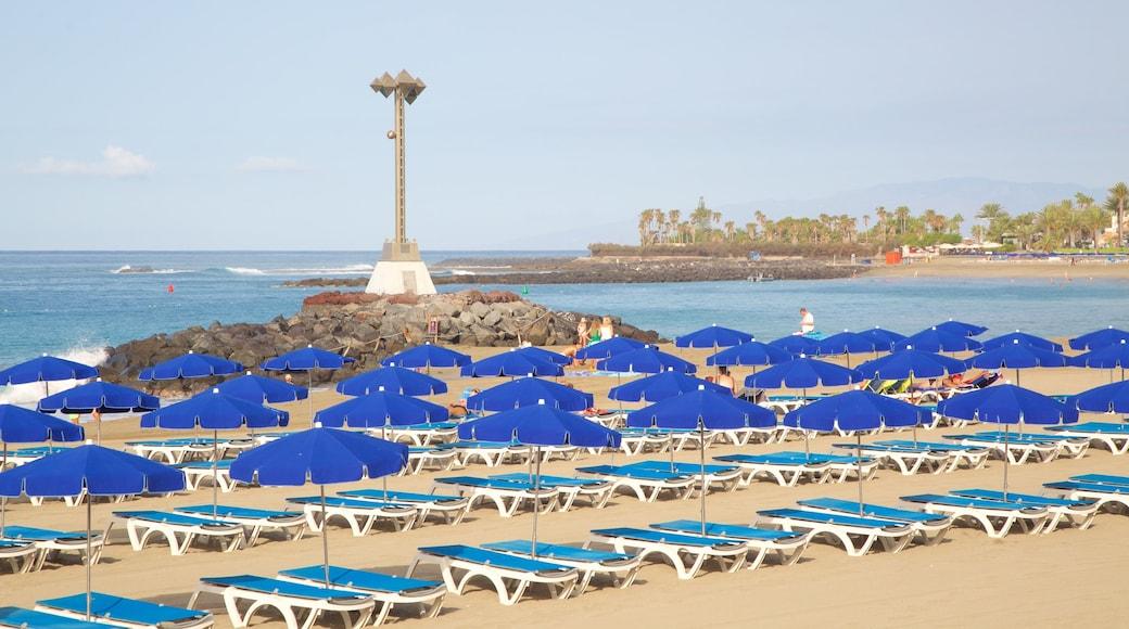Plage de Las Vistas qui includes vues littorales, plage et hôtel ou complexe de luxe