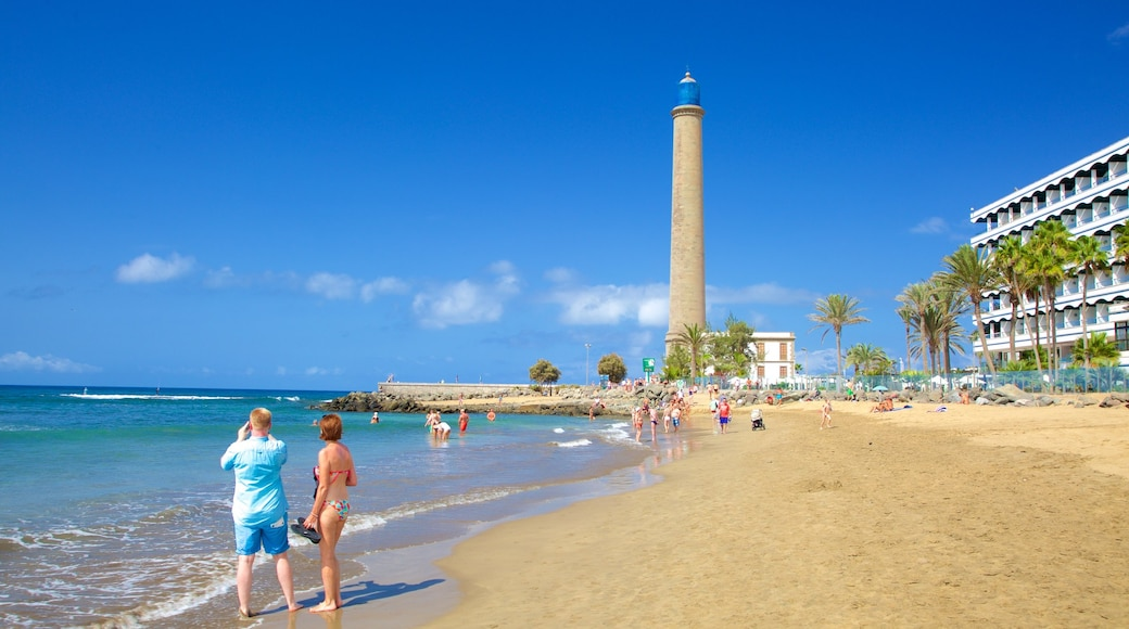Leuchtturm von Maspalomas das einen Sandstrand, allgemeine Küstenansicht und Leuchtturm