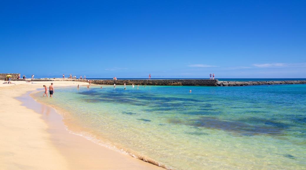 Plage de Las Cucharas qui includes vues littorales et plage de sable