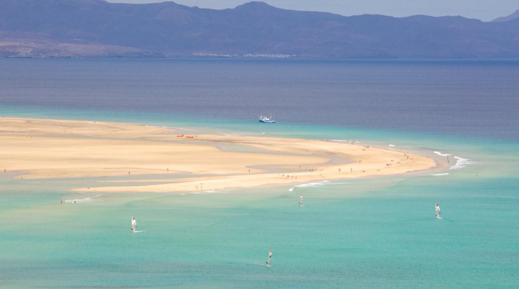 Playas de Sotavento de Jandía das einen Sandstrand und allgemeine Küstenansicht