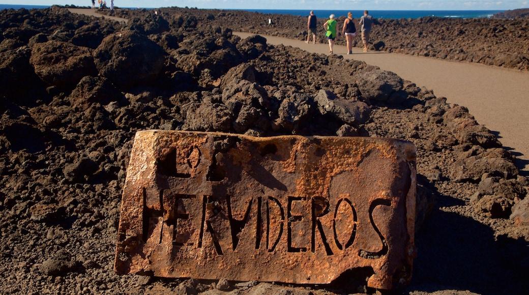 Cuevas Los Hervideros mostrando señalización