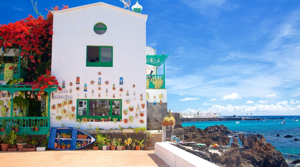 Lanzarote das einen Felsküste, Küstenort und allgemeine Küstenansicht