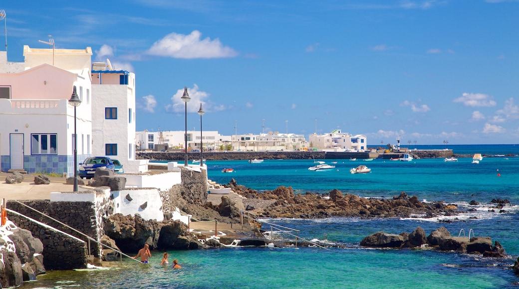 Lanzarote welches beinhaltet allgemeine Küstenansicht, Küstenort und Felsküste