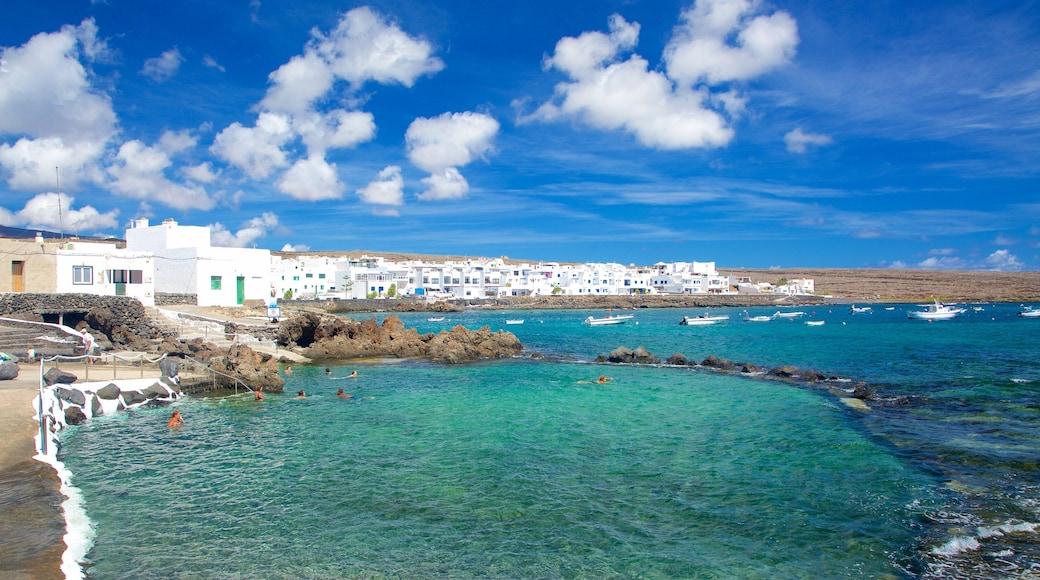 Lanzarote das einen allgemeine Küstenansicht, Felsküste und Küstenort
