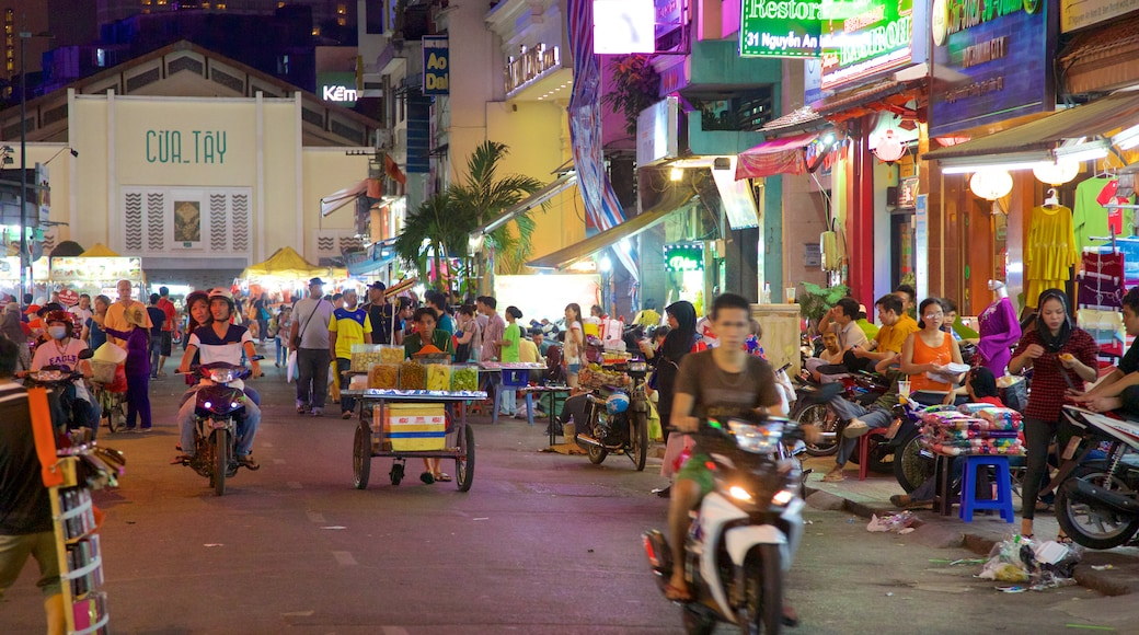 Ben Thanh Market featuring street scenes, markets and shopping