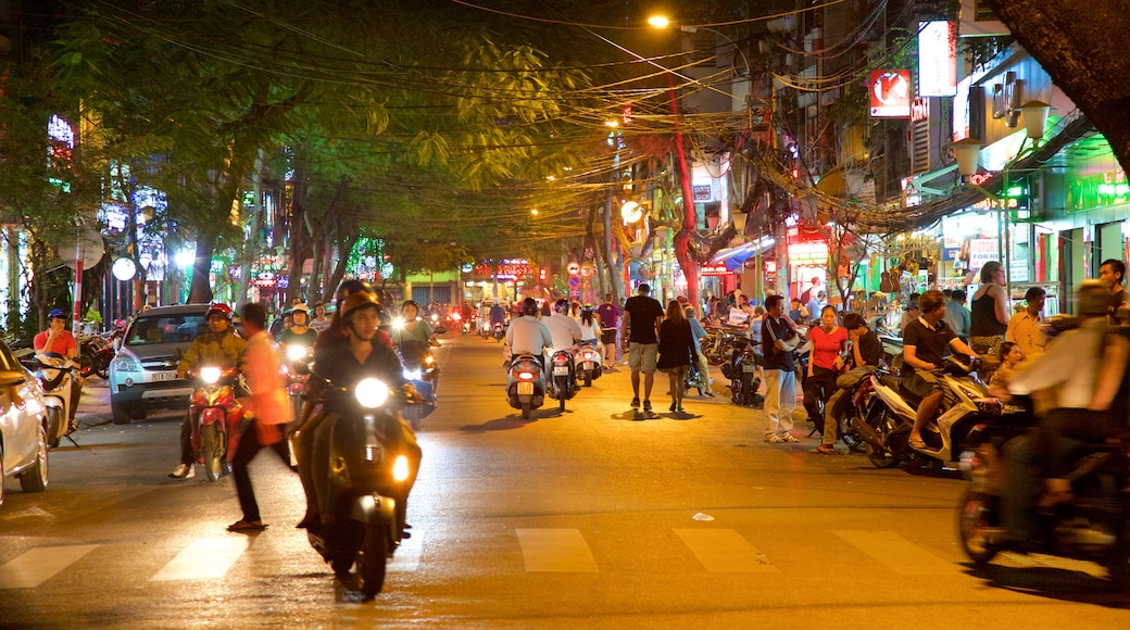 Pham Ngu Lao Street showing a city, night scenes and street scenes