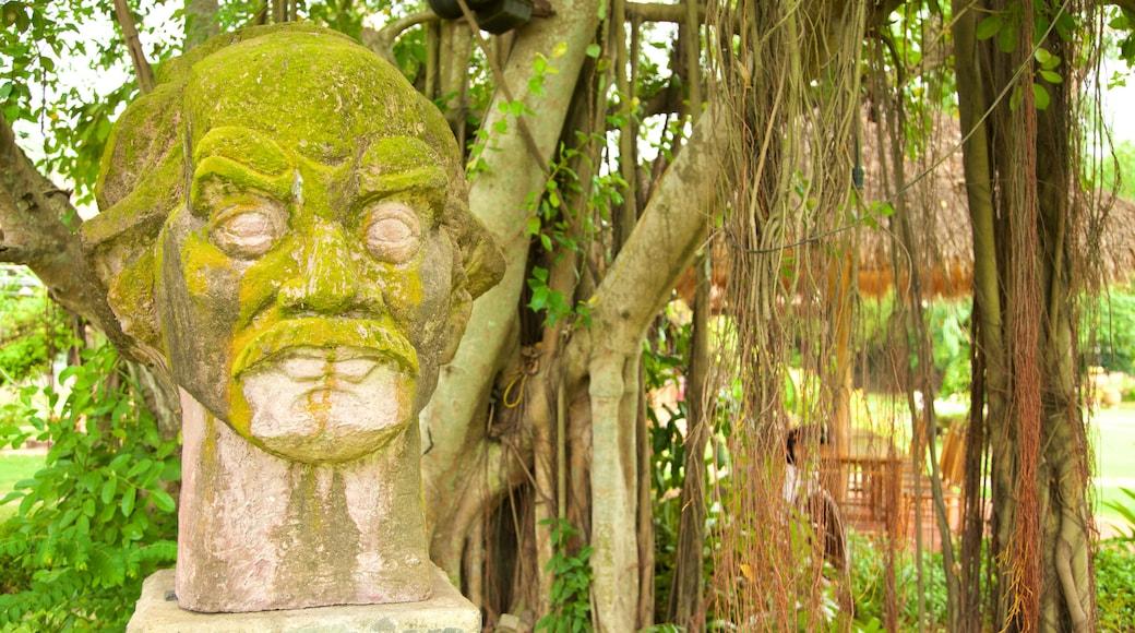 호치민시 을 보여주는 공원 과 동상 또는 조각상
