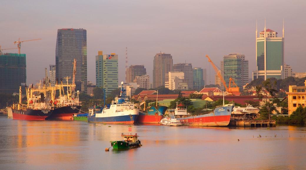 西貢河 设有 河流或小溪, 划船 和 海灣或海港