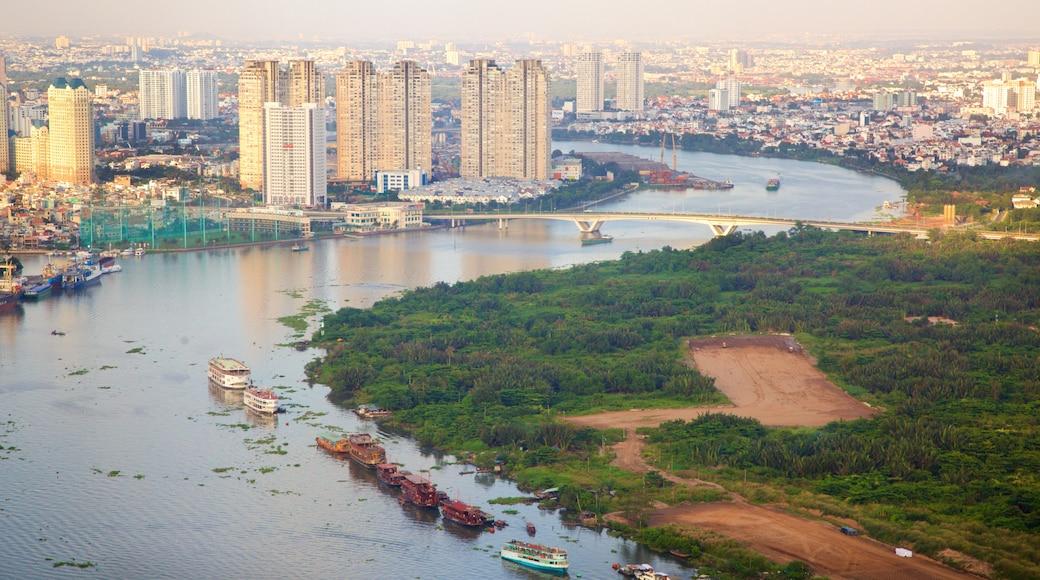 西貢河 其中包括 城市, 河流或小溪 和 划船