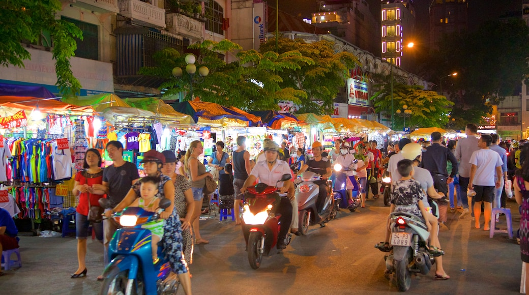 Ben Thanh Market which includes shopping, street scenes and markets