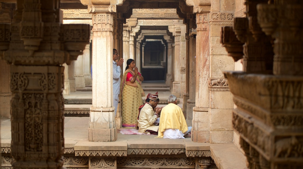 Adalaj Vav featuring a temple or place of worship and a day spa as well as a small group of people