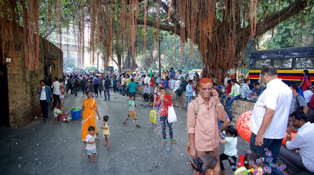 Mumbai showing a square or plaza as well as a large group of people