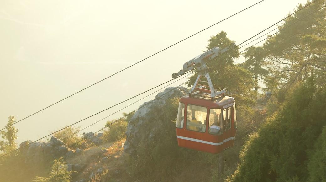 Gun Hill showing a gondola