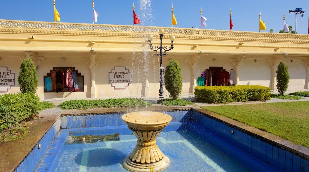 Cung điện Thành phố trong đó bao gồm công viên, di sản và đài phun nước