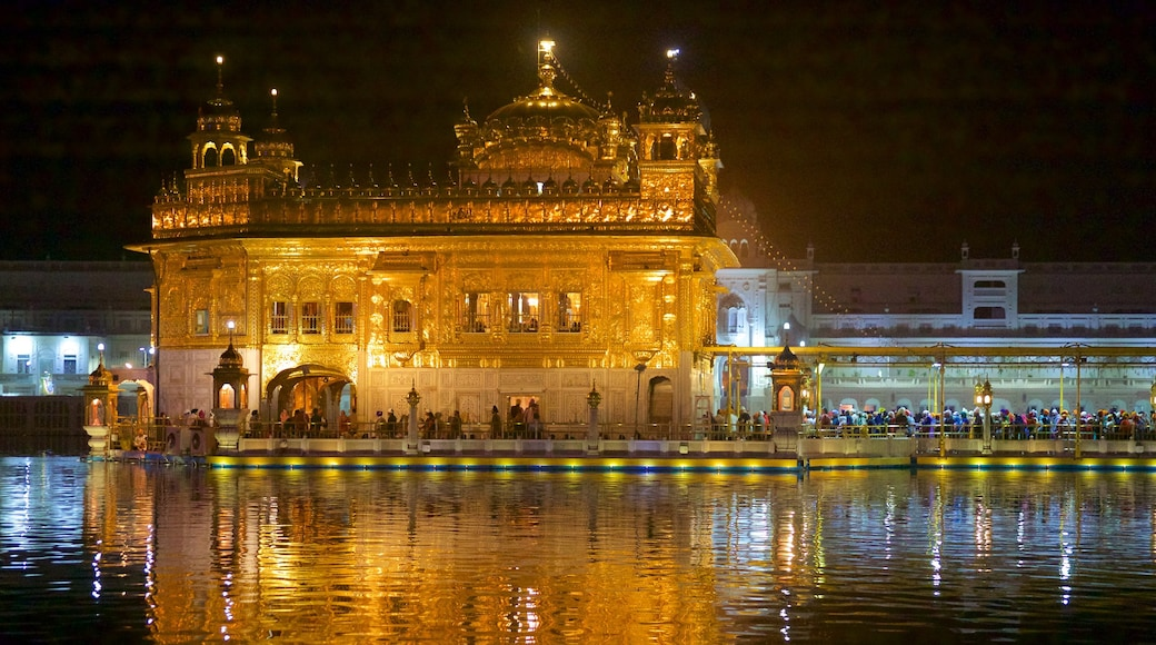 Golden Temple showing heritage elements, heritage architecture and night scenes