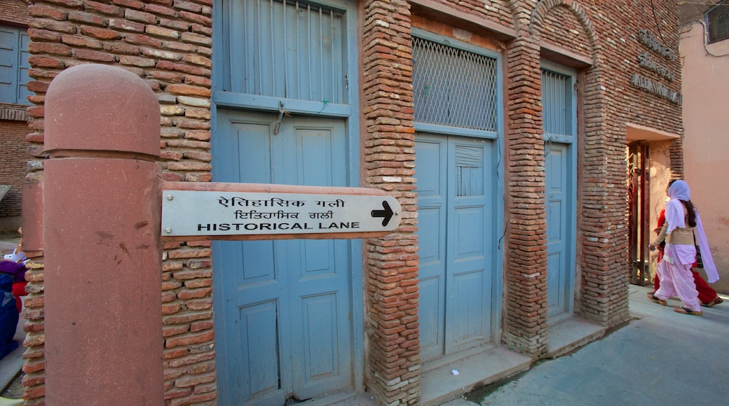 Jallianwala Bagh which includes signage