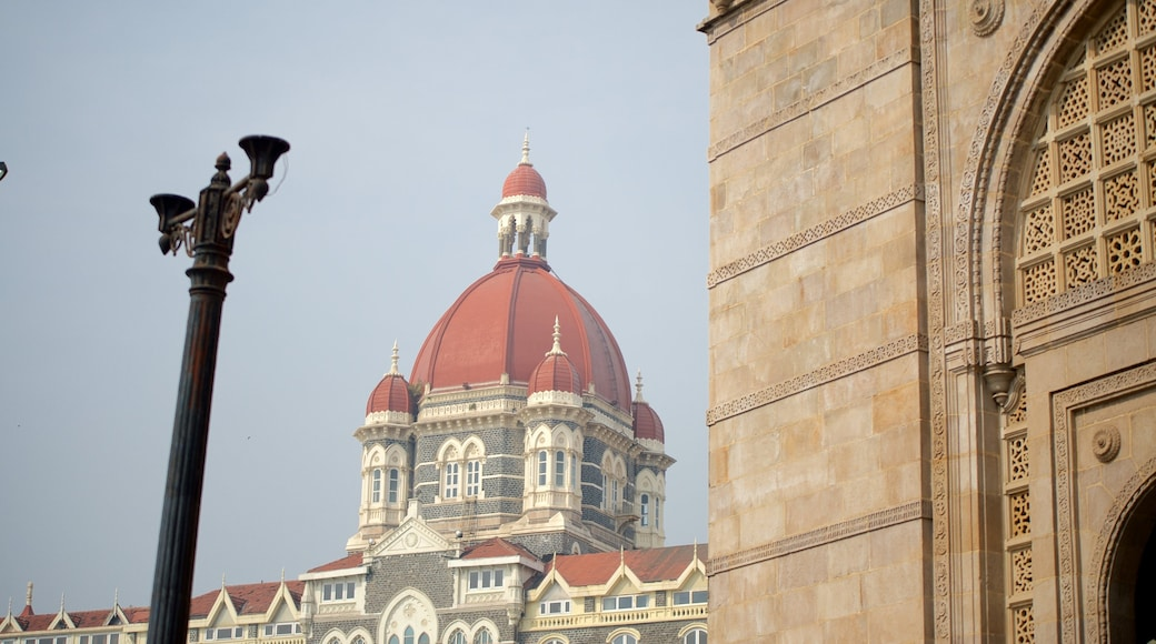 Gateway of India featuring heritage architecture and heritage elements