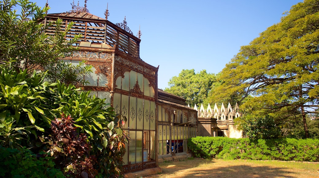 Bangalore Palace which includes heritage elements, heritage architecture and château or palace