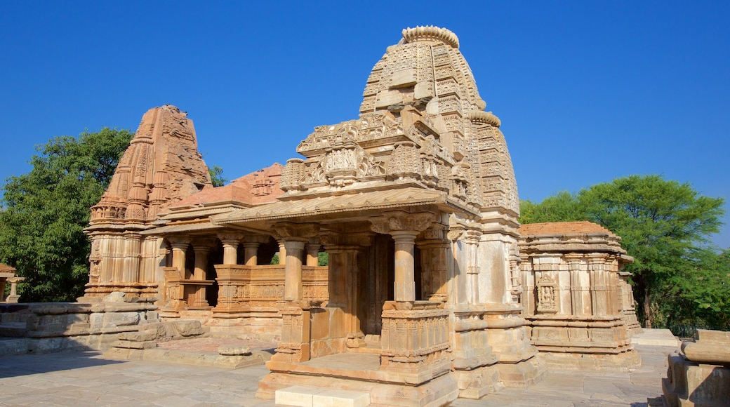 Nagda showing heritage elements, a temple or place of worship and heritage architecture