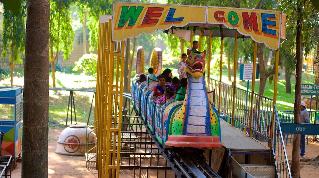 Cubbon Park showing rides and a park