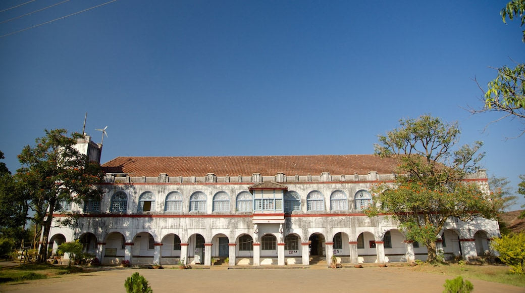Madikeri Fort featuring a castle, heritage architecture and heritage elements