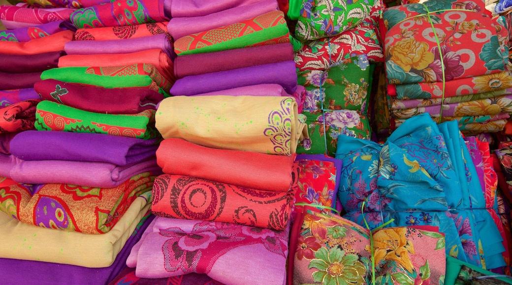 Katra Jaimal Singh Market which includes markets