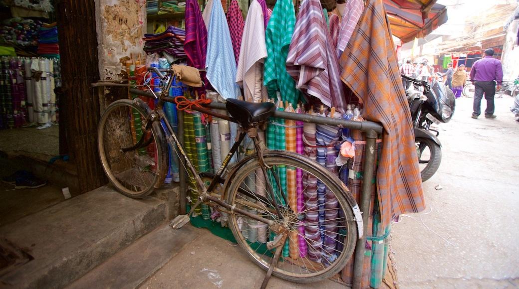 Katra Jaimal Singh Market featuring markets