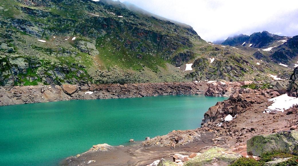 โซลดิว ซึ่งรวมถึง ช่องเขาหรือหุบเขา, ภูเขา และ ทะเลสาบหรือแอ่งน้ำ