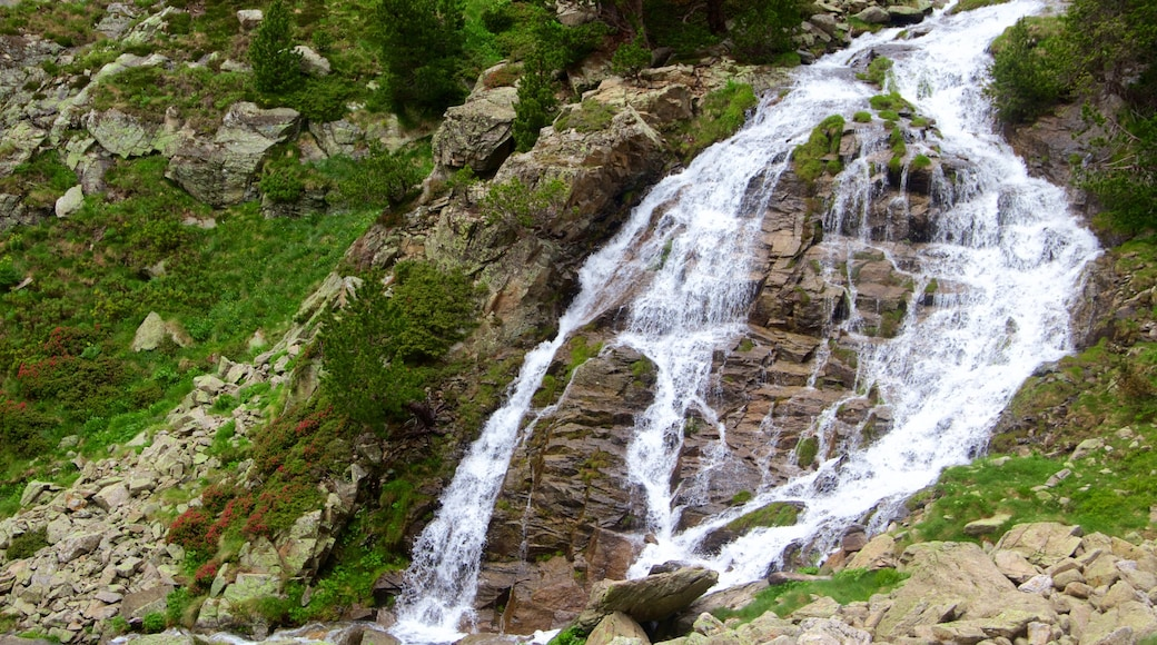 Soldeu which includes a waterfall
