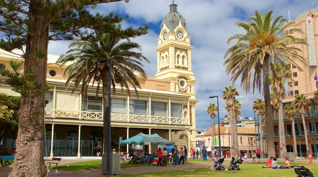 Glenelg which includes heritage architecture and a park