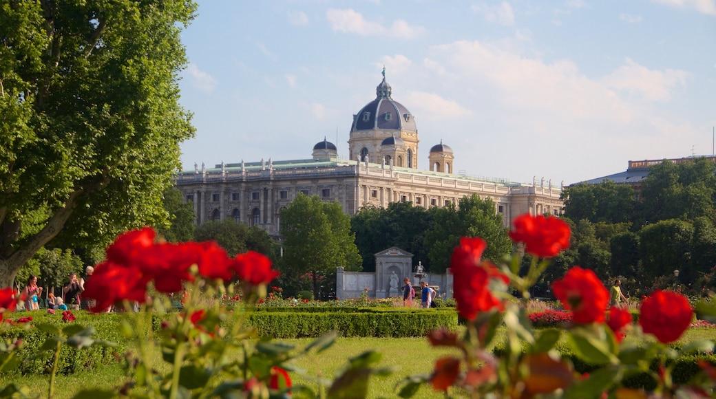 Museu de História Natural inclusief historische architectuur, historisch erfgoed en bloemen