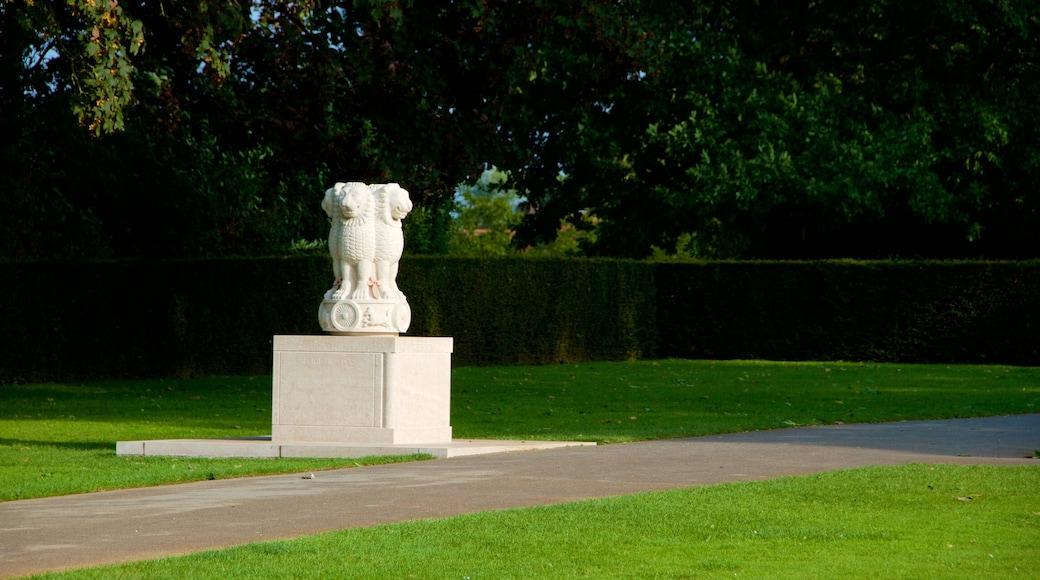 Menenpoort inclusief een standbeeld of beeldhouwwerk
