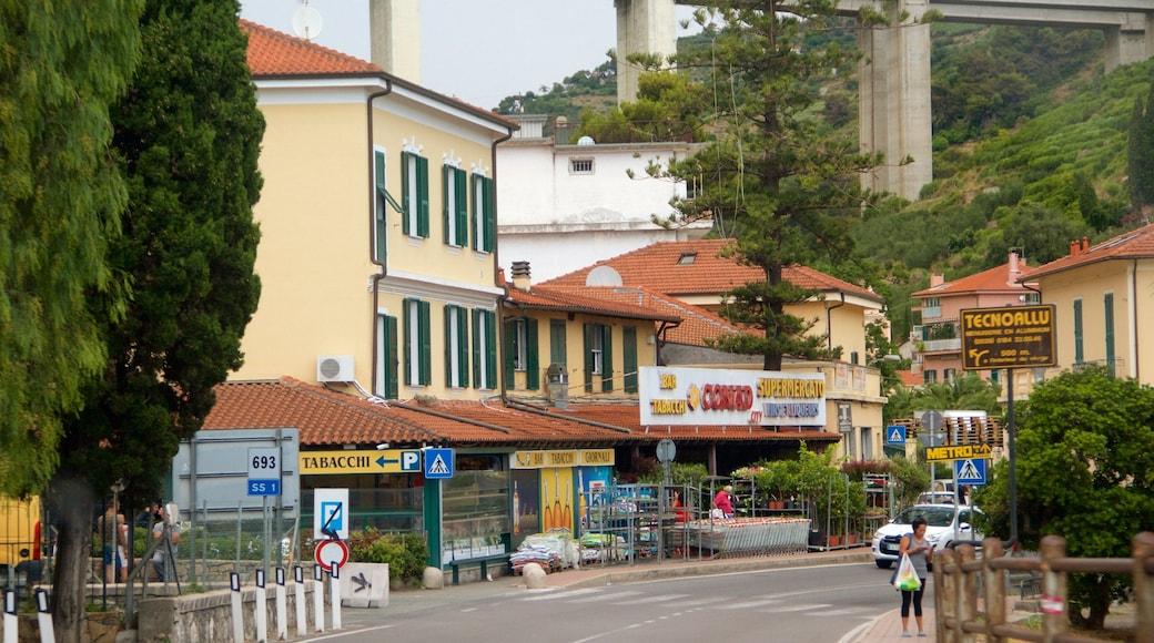 San Remo - Riviera dei Fiori mettant en vedette petite ville ou village et ville