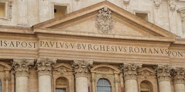 Rome toont bewegwijzering en historische architectuur