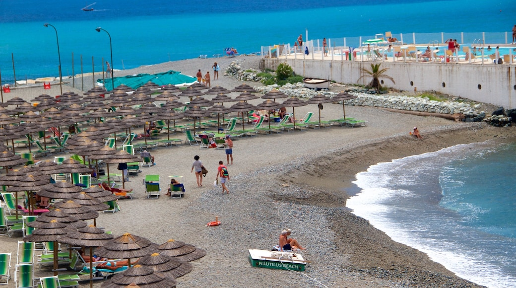 Celle Ligure welches beinhaltet allgemeine Küstenansicht, Strand und Luxushotel oder Resort