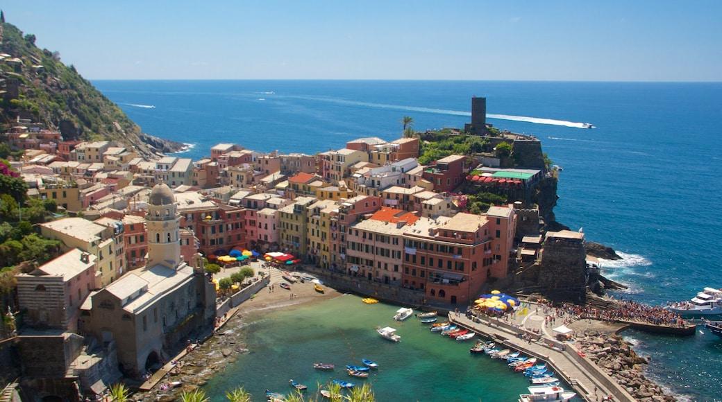 Vernazza showing a coastal town, general coastal views and a city