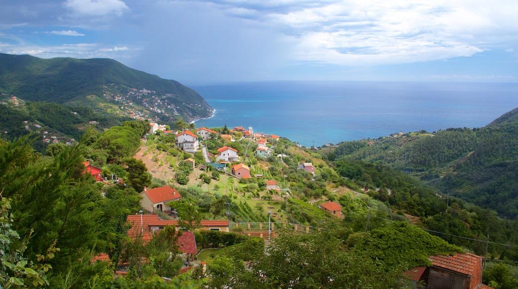 Moneglia montrant maison et ville côtière